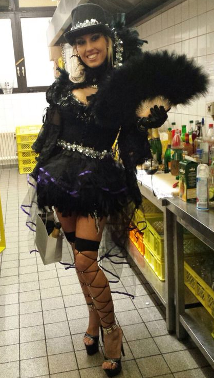Party-Strip buchen - Abistripperin Jarly jetzt schon buchen