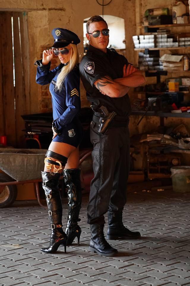 Paar-Strip-Show - diese beiden verhaften gleich die ganze Feier-Gesellschaft