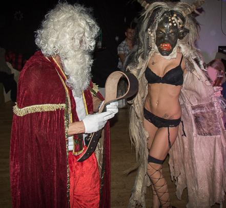 """VIP-STRIP - heiße Stripperin Jarly im Perchten-Kostüm als """"KRAMPUS"""" ein voller Erfolg"""